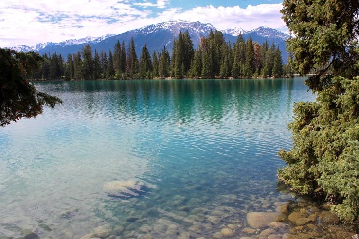 Lake at Jasper Nat Park small